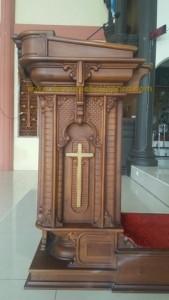 mimbar gereja katholik
