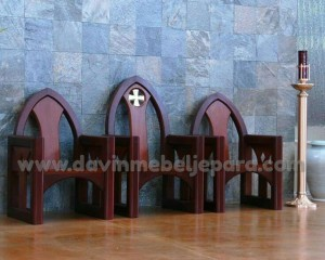 Satu Set Kursi Imam Gereja Kristen