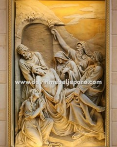 ukiran kayu relief perhentian jalan salib