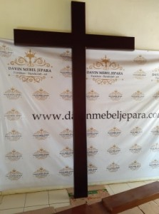salib gereja kristen protestan