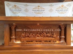 meja altar gereja reo manggarai