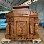 Mimbar Ukiran Rohani Altar Gereja Manado