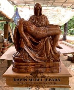 Patung La Pieta Kayu Jati